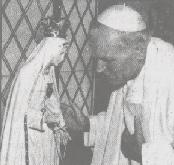 Photo of JPII thanking statue of Mary